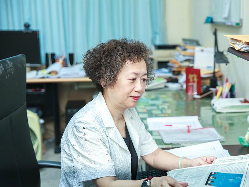 王群洋老師榮獲「社科院優良導師」